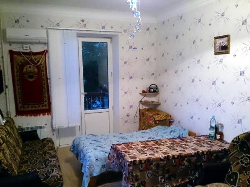 Крым. продам комнату с балконом в коммунальной квартире в це.